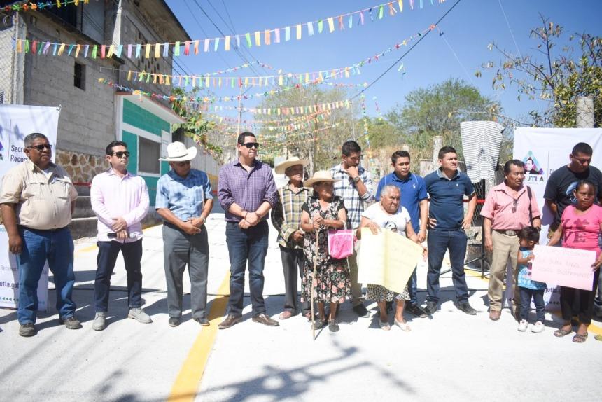 SAN PEDRO DE TEHUIXTLA YA CUENTA CON LA PAVIMENTACIÓN DE LA CALLE PRINCIPAL 02