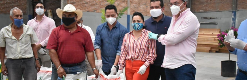 Entrega Rafa Reyes apoyos a campesinos de Jiutepec.