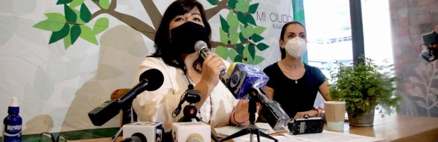 Las empresarias Meggie Salgado y Rocío Fernández en conferencia de prensa